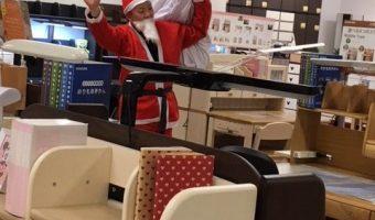 もうすぐクリスマス!万代家具にサンタがやってきた!!